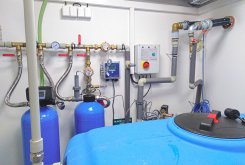 Úpravna vody AquaPyr (vlevo) a AquaBed