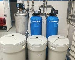 Změkčovače vody AquaSoftener v prádelně