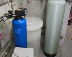 Změkčovač vody AquaSoftener pro zmekčení vody společně s úpravnou AquaNamix pro snížení obsahu dusičnanů ve vodě